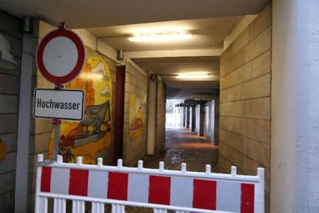 Durchgang_zum_Parkplatz_Sch