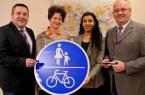 Haben den lippischen Verkehr im Blick: Landrat Dr. Axel Lehmann, Kathrin Henniger (Ingenieurbüros Helmert), Emna Moumeni (Masterplanmanagerin Mobilität) und Bernd Schulze-Waltrup (KVG Lippe).