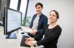 Johannes Späth und Dr. Claudia Priesterjahn entwickeln am Fraunhofer IEM  gemeinsam mit Oracle Programme, die Softwarefehler systematisch finden.