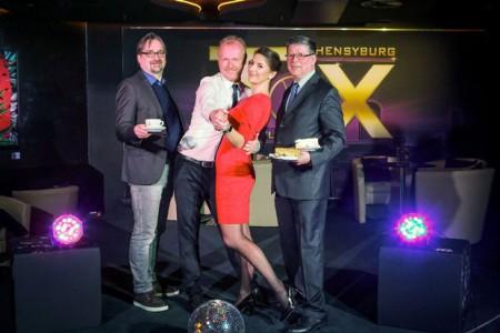 Das FOX - Team freut sich jetzt darauf, ab 4. Februar auch sonntags für bestes Tanzvergnügen zu sorgen: Barchef Peter Beier, Projektleiter Frank Neuenfels, FOX Muse Stefanie Baum und Tanztee-Matador Christian Epp.