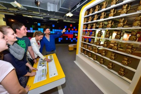 Besonders beliebt waren bei den Besuchern die neuen Ausstellungsbereiche wie die programmierbaren Winkekatzen. (Foto: Jan Braun/HNF)
