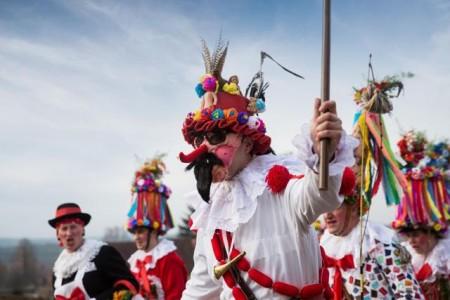 Auch in vielen anderen Orten in Böhmen und Mähren können Besucher dem ausgelassenen Treiben zusehen und mitfeiern. Foto: CzechTourism