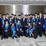 21 Bertelsmann-Dualstudenten feiern Abschluss