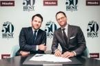Tim Brooke-Webb, Managing Director der The World's 50 Best Restaurants, und Dr. Axel Kniehl, Geschäftsführer Marketing und Vertrieb der Miele Gruppe, haben das dreijährige Partnerschaftsabkommen unterzeichnet (von links nach rechts).