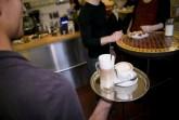 In der Gastronomie gibt es Start -  Chancen  für Menschen, die nach Deutschland  geflüchtet sind. Die Gewerkschaft NGG  fordert mehr Anstrengungen bei der  Integration von Schutzsuchenden in den  Arbeitsmarkt. Foto: © Tobias Seifert, NGG