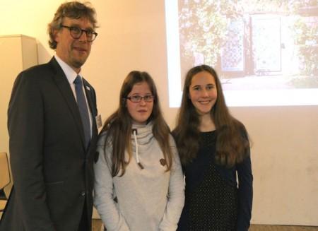 Die Schülerinnen Marie Drees und Michelle Domscheit