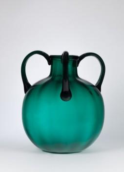 Vase mit drei Henkeln, Maestri Vetrai Muranesi Cappellin & C., 1925-1928. Foto: © Luca Masarà