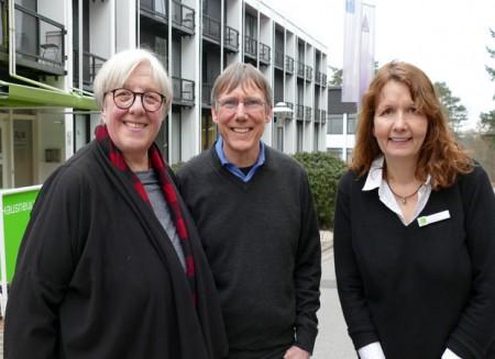 Brigitte Stelze (Buntes Haus), Dirk Kleemann (IBZ) und Ina Nottebohm (Haus Neuland, von links) leiten die drei Bildungsstätten, die Bielefeld zur Hauptstadt der politischen Bildung gemacht haben. Foto: © Christina Ritzau