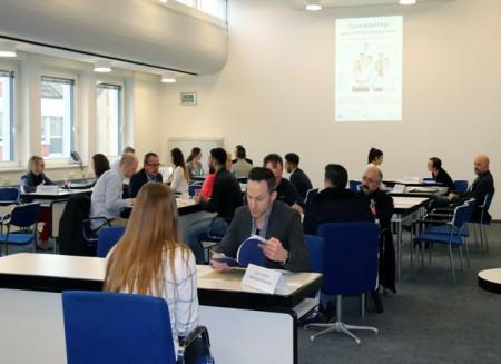 15 Minuten Zeit hatten die Jugendlichen, sich bei den Unternehmen zu präsentieren. Foto: © Stadt Rheda-Wiedenbrück