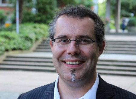 Prof. Dr. Johannes Meyer-Hamme von der Universität Paderborn untersucht das historische Lernen in der Migrationsgesellschaft. Foto: © Universität Paderborn
