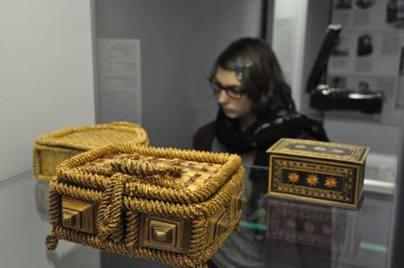 Aufwändig gestaltete Zierkästen und -körbchen mit Deckel