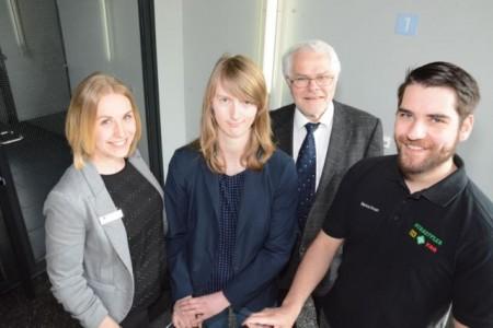 Informierten über Weiterbildungsstipendien: Jennifer Maaß (IHK), die Stipen- diaten Vanessa Stemme und Marius Knurr sowie IHK-Referent Dietmar Mann (v. l.)