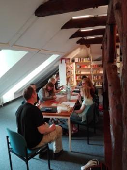 Teilnehmerinnen und Teilnehmer während einer der Schreibwerkstätten. © Stadt Detmold
