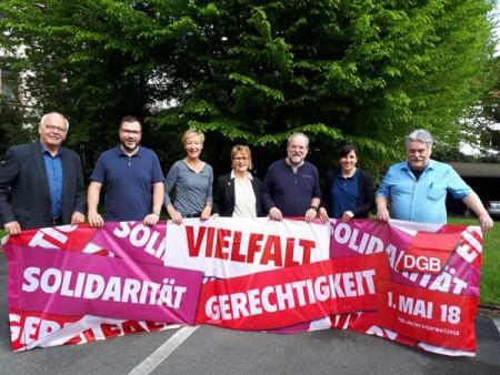 Anlässlich des 1. Mai fordern DGB und Bielefelder Gewerkschaften einen politischen Aufbruch für mehr Solidarität, Vielfalt und Gerechtigkeit, v.l.n.r.: Hans-Jürgen Wentzlaff (IG Metall), Thorsten Kleile (NGG), Petra Meyer (ver.di), Martina Schu (ver.di), Dirk Toepper (DGB), Anke Unger (DGB) und Werner Kellas (DGB). © DGB-Region Ostwestfalen-Lippe