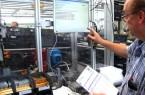 Montage 4.0: Besucher des Digital in NRW-Standes auf der Hannover Messe können Assistenzsysteme virtuell testen