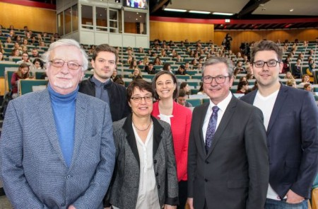 v. l. Prof. Dr. Dr. h. c. mult. Peter Freese, Julius Erdmann, Prof. Dr. Birgitt Riegraf, Dr. Yvonne Koch, Michael Dreier und Matthias de Jong.Foto:Universität Paderborn, Johannes Pauly