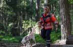 Bestanden nach vier Minuten! Erleichtert verlassen Jutta Sprenger und Hund Anouk aus Höxter das Suchgebiet.
