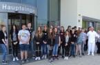 Beim Tag der offenen Betriebstür im Klinikum Weser-Egge nutzten 20 Schülerinnen und Schüler die Möglichkeit, hinter die Kulissen des St. Ansgar Krankenhauses zu schauen.
