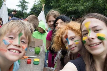 Pfingstferienspielen im Anne Frank in Minden (Bildnachweis: Kinder- und Jugendkreativzentrum Anne Frank).