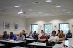Bringen viele Kompetenzen mit: Die zwölf Ingenieure und eine Ingenieurin wünschten sich auf der Veranstaltung des VDI OWL und des Netzwerks Lippe Angebote für Fachdeutsch. © Martina Bauer