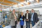 Auftakt erster gemeinsamer Industrie-4.0-Projekte (v.l.n.r.): Werner Varro (TÜV SÜD), Sybille Hilker (CIIT-Geschäftsleitung), Professor Jürgen Jasperneite (CIIT-Vorstandsvorsitzender) und Dr. Detlev Richter (TÜV SÜD) besprechen in der SmartFactoryOWL nächste Projekte innerhalb des CIIT-Partnerverbunds.
