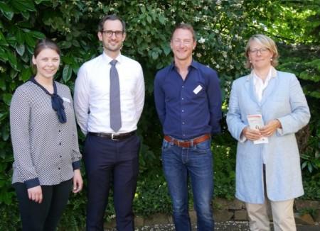 Was macht einen ansprechenden und rechtssicheren Onlineshop aus? Anna Niehaus (pro Wirtschaft GT), Steffen Kämper (Kanzlei Kämper & Maiwald), Eike-Jan Diestelkamp (HDNET) und Susanne Mittag (Gemeinde Langenberg) informierten.