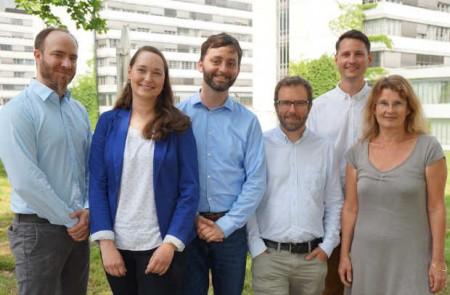 Das Projektteam: Dr. Christoph Karlheim, Sarah Palmdorf, Tristan Müskens, Dr. Ste-fan Kr eisel, Dr. Christoph Dockweiler und Prof.'in Dr. Claudia Hornberg (v.l.). © Universität Bielefeld