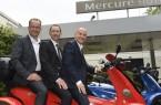 Netzwerken auf dem Jetflyer: Bielefeld-Convention-Partner Martin Knabenreich (Geschäftsführer Bielefeld Marketing) und Hans-Joachim Oettmeier (Direktor Mercure Hotel Bielefeld Johannisberg) mit Gastreferent Steffen Ronft (v. l.).