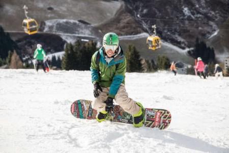 Auspowern, abschalten, Spaß haben mit Gleichaltrigen: ruf Jugendreisen bietet Jugendlichen ab 14 Jahren altersgerechte Winterreisen an. © ruf Reisen GmbH