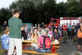Stefan Nolte vom Jugendwaldheim erklärt Flora und Fauna im Ringelsteiner Wald.