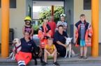(v.l.n.r. stehen): Adriana (10), Marlon (10), Pauline (8), Jace und Taylor, sitzen: Jutta Sprenger, Maurice und Marie Kobiela. © Johanniter-Unfall-Hilfe e.V.