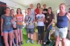 """Die Jugendlichen des Workshops """"Seifenwerkstatt"""" mit Andrea Franke. © Landeseisenbahn Lippe e.V."""