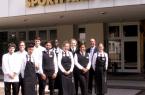 Das GERRY WEBER SPORTPARK HOTEL in HalleWestfalen ist als renommierte Ausbildungsstätte anerkannt und bietet elf Azubis nach erfolgreichem Abschluss der Ausbildung eine Aussicht auf Festanstellung. Nach traditioneller Begrüßung von Hoteldirektor Ben Lambers (2.v.r) freuen sich auf die anstehenden beruflichen Herausforderungen die Nachwuchskräfte (von links): Sascha Winkel (Koch), Marco D'Este (Koch), Can Ucaroglu (Restaurantfachmann), Dmitri Wassetschko (Koch) mit den angehenden Hotelfachmännern Kamil Ali und Anthony Boateng sowie den Hotelfachfrauen Johanna Schneider, Marie Manter, Jennifer Chioma Igboanusi und Kim Kalisch. Es fehlt Violette Owtschinnikow. © GERRY WEBER WORLD (HalleWestfalen)