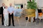 (v.l.): Bürgermeister Theo Mettenborg und Umweltberaterin Dorothee Kohlen begrüßten Dr. Olaf Niepagenkemper im Rathaus. © Stadt Rheda-Wiedenbrück