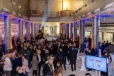 """Rund 300 Gäste kamen zur Eröffnung der Ausstellung """"Bau X Kunst"""" in den noch unfertigen U-Bahnhof """"Unter den Linden""""."""