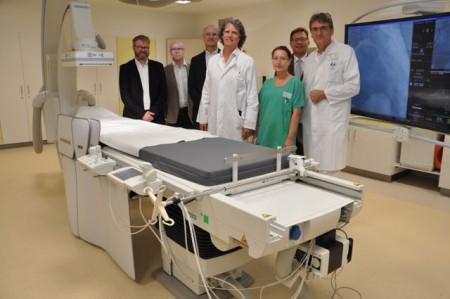 Dr. Eckhard Sorges (l.), Wencke Orban, Teamleiterin Herzkatheterlabor Höxter/ Bad Driburg und Dr. Carsten Czuprin haben das neue Katheterlabor in Betrieb genommen.