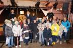 Bildunterzeile: Jürgen Gausmann, Marianne Witt-Stuhr (Leiterin Stadtmarketing) und Dirk Kleeschulte (hintere Reihe) freuen sich mit den Gewinnern der Schinkenverlosung im       Moritzzelt.