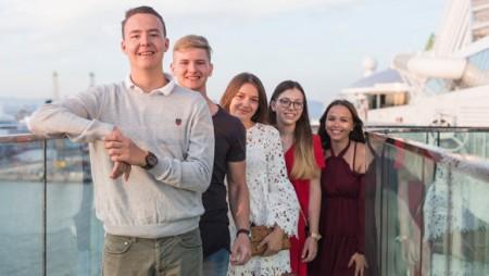 Glückliche Gesichter auf der ersten AIDA Kreuzfahrt mit ruf Jugendreisen.Foto:ruf-Reisen