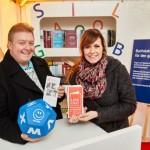 Bertelsmann unterstützt ALFA-Telefon mit 1.000 Euro