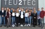 Lernten technische Berufe kennen: Die Teilnehmer des Schülercamps pro MINT GT mit Unternehmensvertretern. © pro Wirtschaft GT GmbH