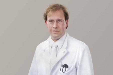 Dr. Holger Wienecke, Oberarzt in der Klinik für Gefäßchirurgie im Klinikum Gütersloh (© Klinikum Gütersloh)
