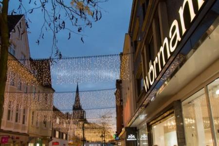 Das Winterlicht setzt ab dem 31. Oktober wieder die Mittlere Berliner Straße in Szene (Foto: Gütersloh Marketing GmbH)