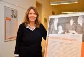 Ina Nottebohm, Geschäftsführerin von Haus Neuland, würdigt mit der Ausstellung in der Bielefelder Bildungsstätte das politische Engagement der Wegbereiterinnen des Frauenwahlrechts. © Haus Neuland