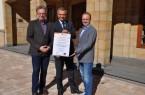 Die Aufklärungs-Kampagne gegen Vorhofflimmern wird unterstützt von Bad Driburgs Bürgermeister Burkhard Deppe (Mitte). Dr. Jörg Stachowitz, Leitender Oberarzt der Kardiologie in Bad Driburg ( l.) und Chefarzt Dr. Detlef Michael Ringbeck referieren.