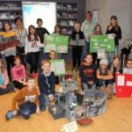 Schüler stellen selbstgebastelte Burgen aus