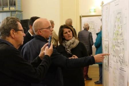 """Über 50 Teilnehmende kamen in die Aula des Mindener Ratsgymnasiums, um die zweite Bürgerveranstaltung für das """"Altstadtquartier der Vielfalt"""" zu besuchen."""