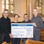 Bertelsmann unterstützt Vesperkirche mit 2.000 Euro