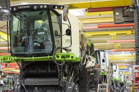 CLAAS, einer der international führenden Landtechnikhersteller, konnte seinen Umsatz mit 3,889 Milliarden Euro (Vorjahr 3,761 Milliarden Euro) auf einen neuen Höchstwert steigern.