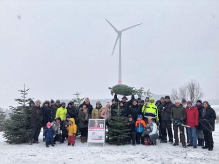 Tannenbaum-Schlagen für den guten Zweck - Lackmann Phymetric GmbH stockt Spendensumme für Frauenberatung Lilith e.V. PB auf 3000 € auf