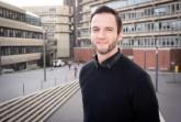 Freut sich über die Auszeichnung der Fakultät für Wirtschaftswissenschaften: Dominik Gutt. © Universität Paderborn